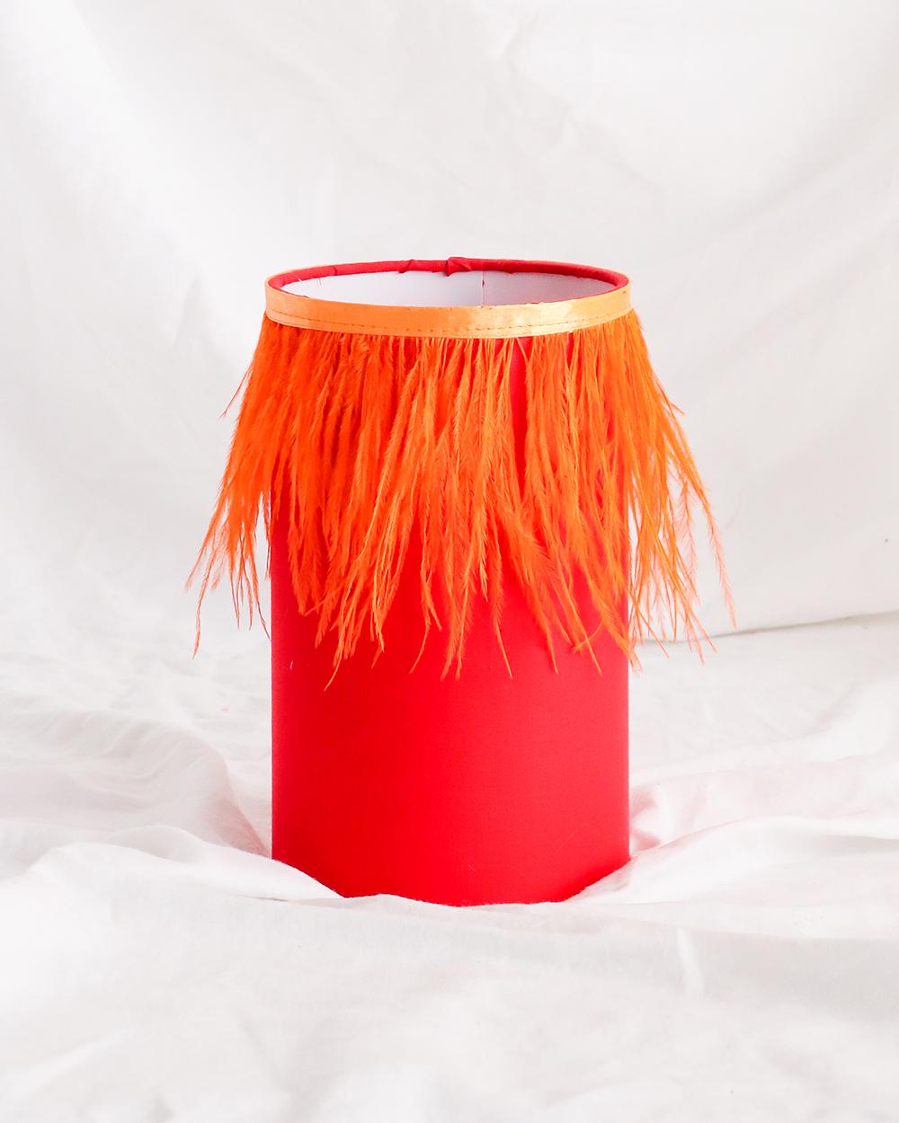je suis flore, lamp, lampen, lampenkap, veren lampenkap, rode lampenkap, rode veren lampenkap